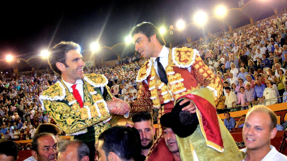 José Tomás y Miguel Ángel Perera salen a hombros este viernes en Algeciras (Foto: Efe).