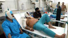 Heridos en el atentado son atendidos en un hospital de Jalalabad (Foto: AFP).