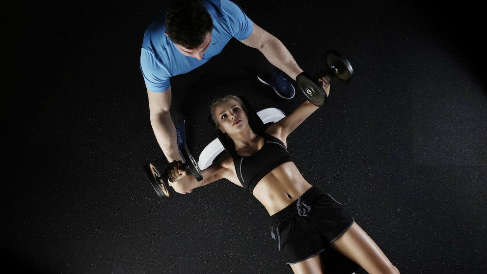 El coach deportivo te ayudará a alcanzar tus metas y llegar al siguiente nivel en tus entrenamientos.