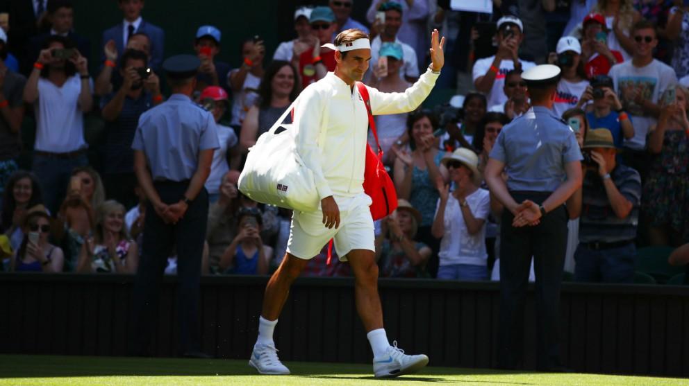 Federer salta a la pista de Wimbledon con ropa de Uniqlo. (Getty)