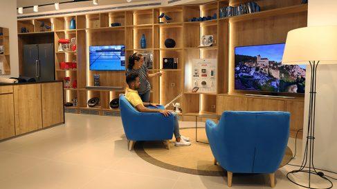 Interior de una oficina de Caixabank de Family Store