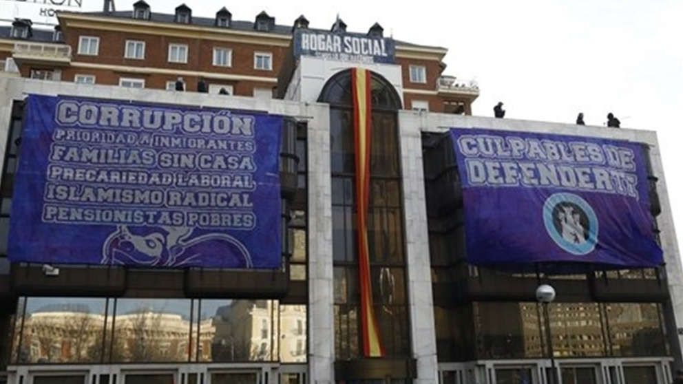 La polic a desaloja las antiguas oficinas de banco madrid for Oficinas atletico de madrid