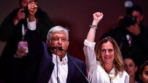 Andrés Manuel López Obrador y su mujer, Beatriz Gutierrez Muller, tras la victoria en las presidenciales de México. Foto: AFP
