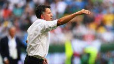 Juan Carlos Osorio da órdenes durante el Brasil – México. (Getty)
