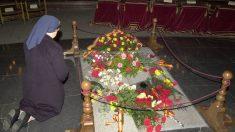 La tumba de Franco en el interior de la basílica del Valle de los Caídos (Foto: Efe).