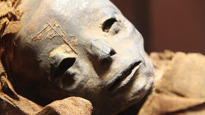 Conoce la momificación egipcia.