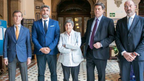 Los impulsores de la Plataforma por la Prisión Permanente Revisable, con Juan José Cortés y Juan Carlos Quer entre ellos, durante un encuentro con la prensa. Foto: Europa Pres