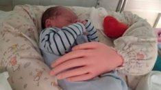 Amb tú, el cojín para recién nacidos que simula el abrazo de los padres