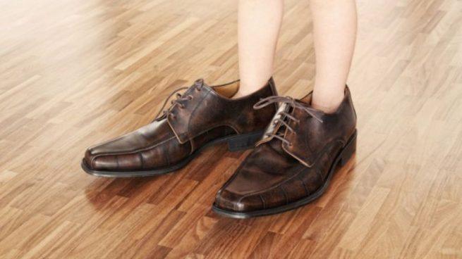 Cómo Encoger Zapatos Demasiado Grandes Con Diferentes Trucos