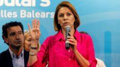 Maria Dolores de Cospedal (d), durante su intervención en la sede del partido en Baleares, donde presenta hoy su candidatura para presidir el Partido Popular ante los afiliados del PP en Mallorca. Foto: EFE