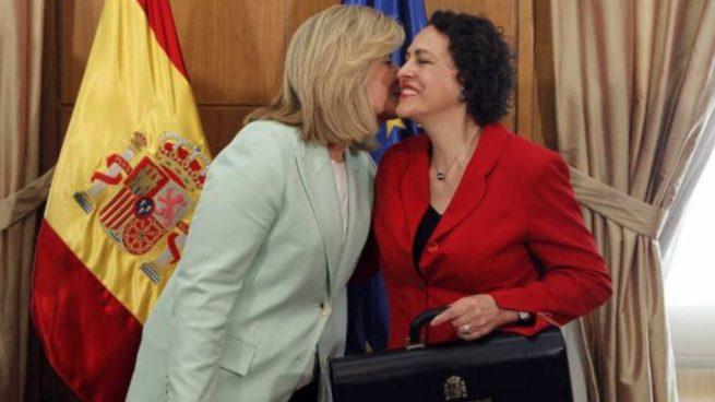 Los sindicatos entregan al PSOE la medalla del pacto salarial que negoció Báñez