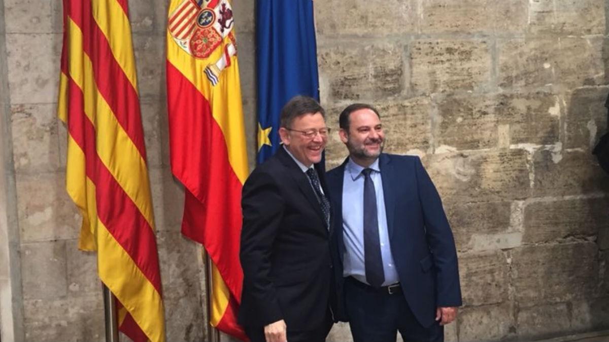 El ministro José Luis Ábalos, junto al presidente de la Generalitat Valenciana, Ximo Puig.