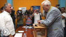 El candidato a la presidencia del PP, José Manuel García-Margallo, vota en las elecciones para designar a los candidatos al liderazgo del partido y los compromisarios para el congreso extraordinario del 20 y 21 de julio. (Foto: Efe)