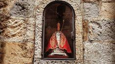 Los Sanfermines y su santo, conocidos en todo el mundo.