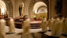 Monjes benedictinos en la Basílica de la Santa Cruz del Valle de los Caídos (Foto: valledeloscaidos.es)