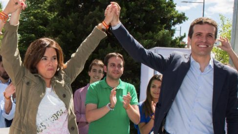 Pablo Casado y Soraya Sáenz de Santamaría en un mitin. (Foto. PP)