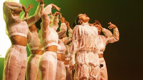 Rosalía y las ocho bailarinas durante un momento de la presentación del show 'El Mal Querer' en Sónar 2018. Foto: Sónar