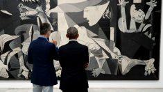 El Rey Felipe VI y Barack Obama ante el Guernica de Picasso en el Reina Sofia