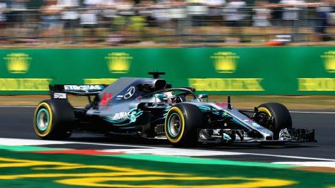 Lewis Hamilton buscará mañana su quinta victoria consecutiva en Silverstone desde la más privilegiada posición de la parrilla de salida. (Getty)