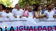 Grande-Marlaska y Carmen Montón en la cabeza de la marcha del Orgullo (Foto: EFE).