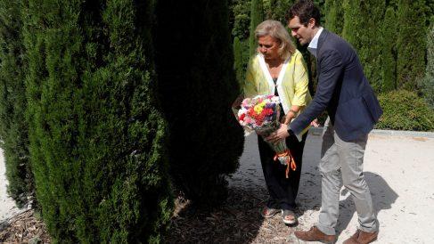 Ángeles Pedraza y Pablo Casado (Foto: EFE)