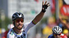 Peter Sagan saluda al público tras su primer triunfo en el Tour 2018. (afp)