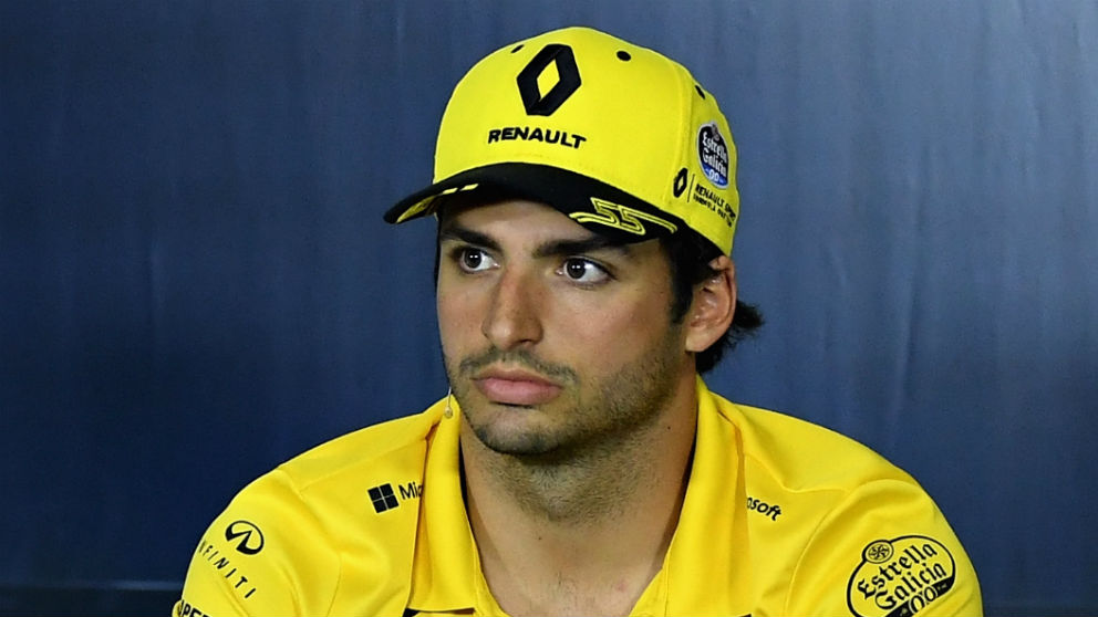 Carlos Sainz ha tenido que abandonar el GP de Gran Bretaña de Fórmula 1 tras ser golpeado por Romain Grosjean cuando ambos peleaban por posición. (Getty)