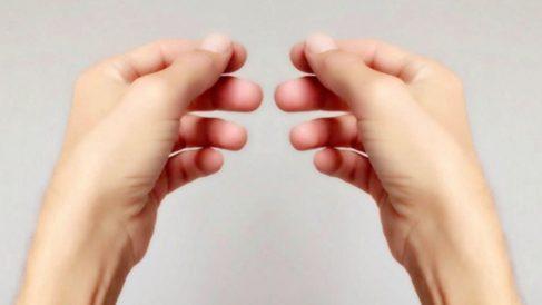 Uno de los síntomas de la enfermedad de Raynaud es la sensación de inmovilidad en los dedos.
