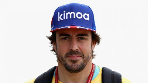 Fernando Alonso sonríe en un Gran Premio de Fórmula 1 reciente. (Getty)