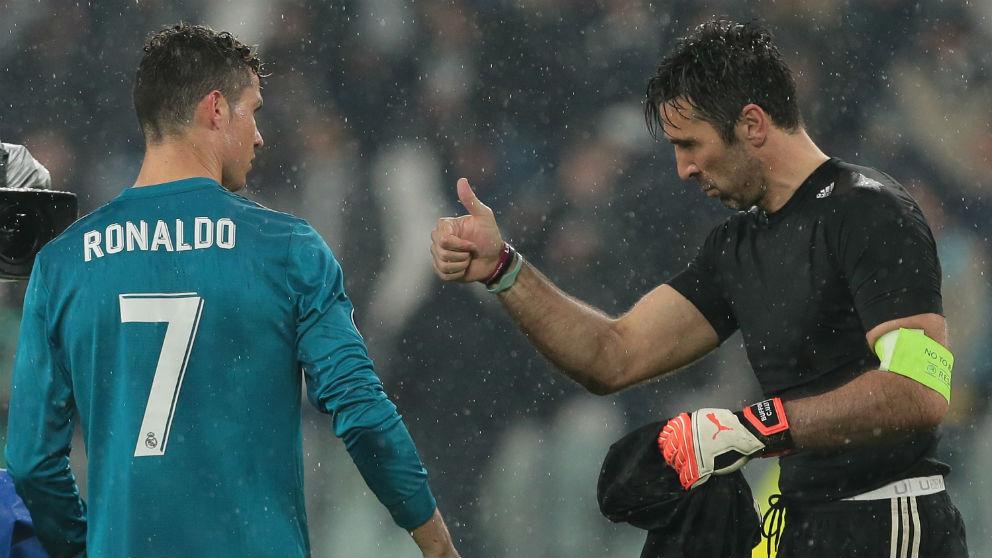 Cristiano Ronaldo y Gianluigi Buffon después de un Juventus – Real Madrid. (Getty)