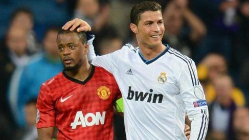 Evra y Cristiano, durante un enfrentamiento entre Real Madrid y United. (EFE)