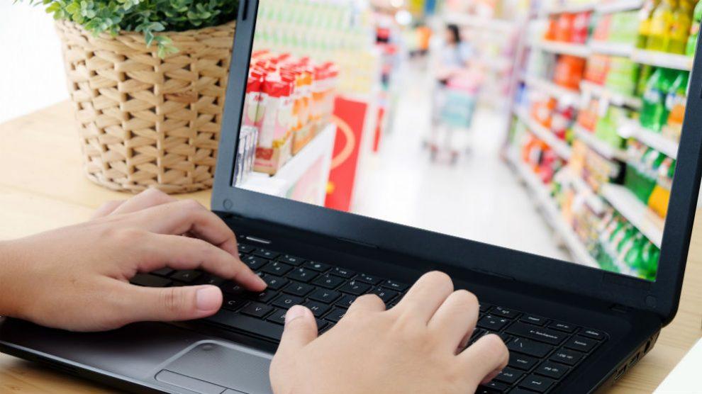 Hacer la compra online (Foto: iStock)