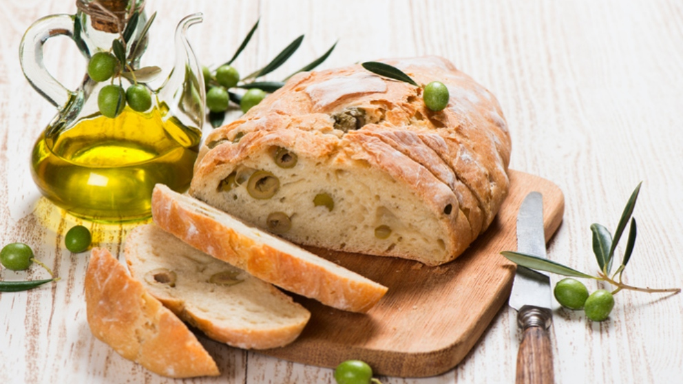Receta de pan de aceitunas casero y fácil de preparar