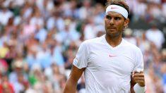 Rafa Nadal celebra un punto en Wimbledon. (Getty)