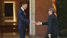 El presidente del Gobierno, Pedro Sánchez (izda), y el de la Generalitat, Quim Torra, en el Palacio de la Moncloa (Foto: Efe)