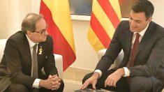 El presidente del Gobierno, Pedro Sánchez, junto al jefe de la Generalitat, Quim Torra.