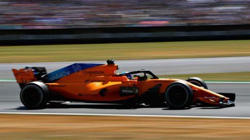 El McLaren MCL33 de Alonso quedó bastante tocado después del rifi rafe que mantuvo el asturiano con Kevin Magnussen en Silverstone, cuyas malas artes quedaron de nuevo al descubierto. (Getty)