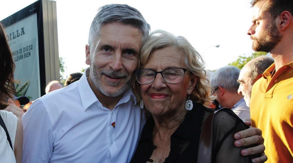 El ministro de Interior, Fernando Grande-Marlaska, y Manuela Carmena. (Foto. PSOE)