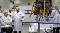 Morris Khan con la misión israelí a la Luna (Foto: AFP)
