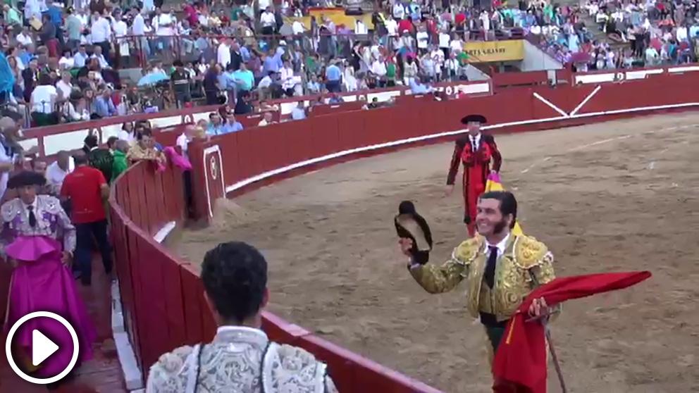 El torero Morante de la Puebla le brinda un toro a Santiago Abascal