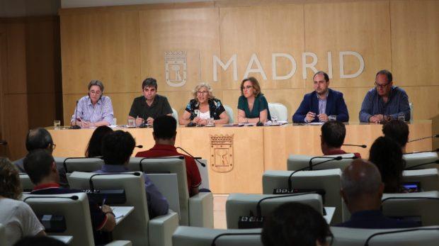 El PSOE pacta por escrito con Carmena que les dé las gracias en cada inauguración