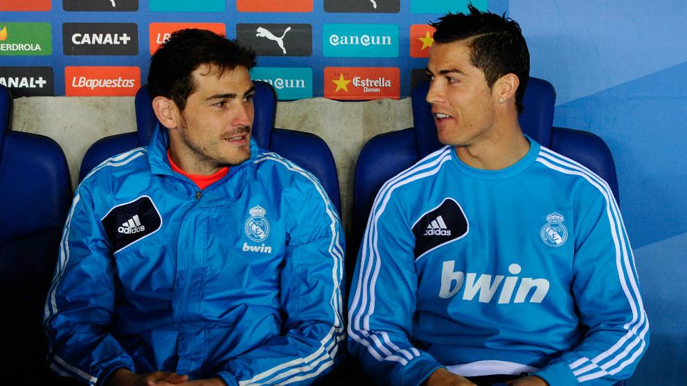 Casillas y Cristiano, en el banquillo durante un partido del Real Madrid. (Getty)