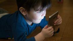 El móvil, el chupete emocional de los niños