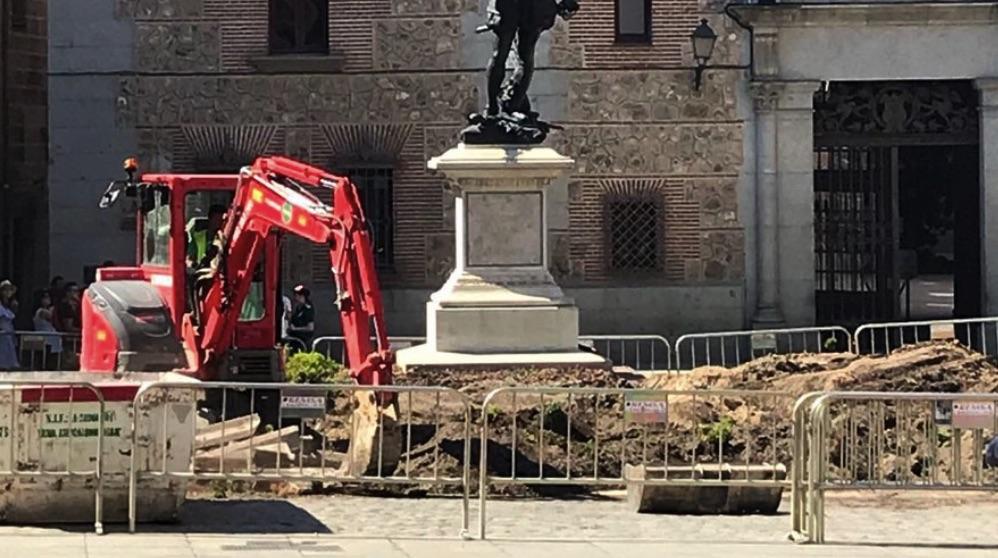 Obras en el jardin de la Plaza de la Villa.
