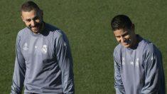 Benzema y James durante un entrenamiento. (AFP)