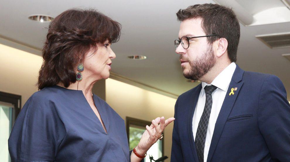 La vicepresidenta del Gobierno, Carmen Calvo, y el vicepresidente de la Generalitat de Cataluña, Pere Aragonès. (Foto: Europa Press)