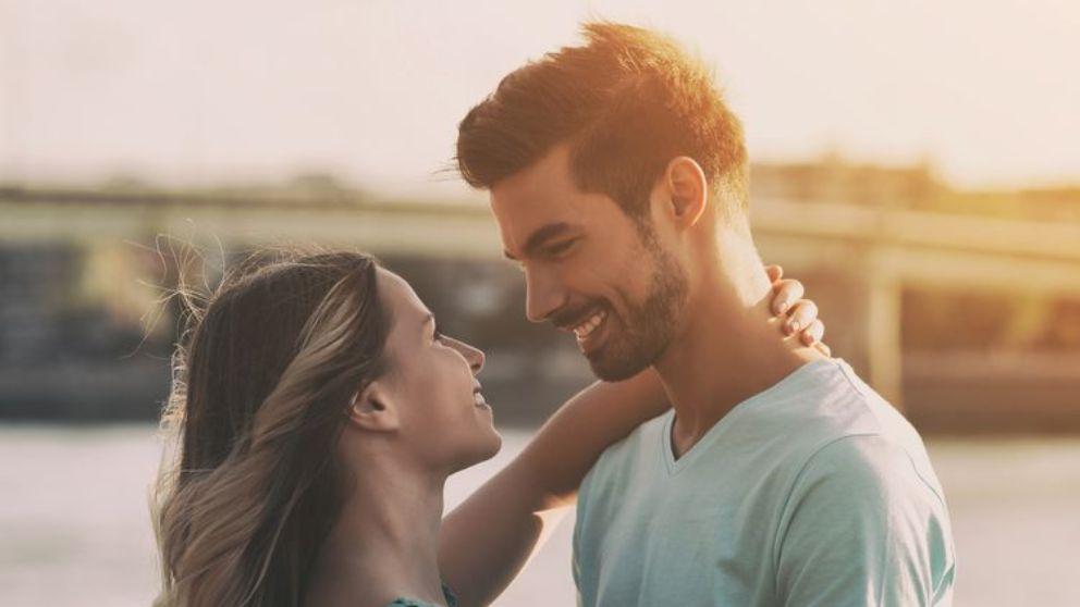 Las señales para saber si le gustas a una mujer