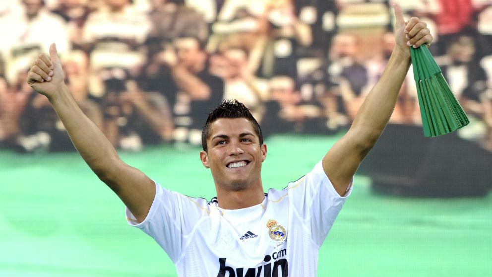 Cristiano Ronaldo en el día de su presentación con el Real Madrid en 2009. (AFP)