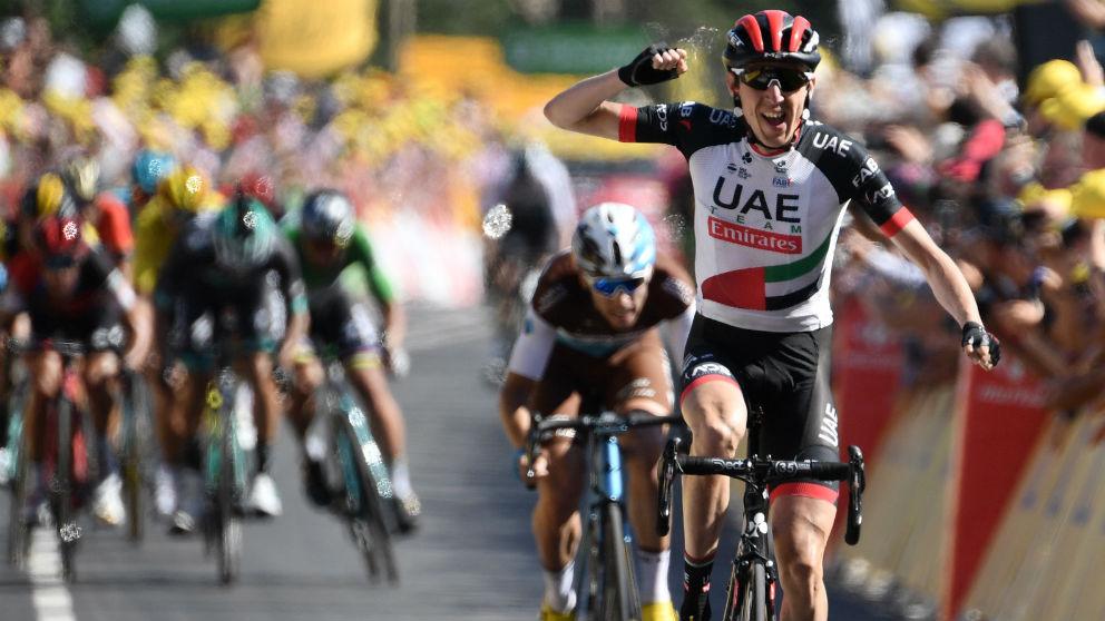 Dan Martin celebra su triunfo en la sexta etapa del Tour. (AFP)