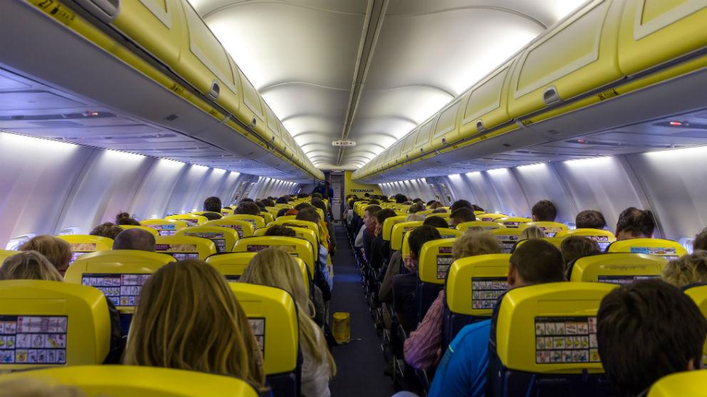Pasajeros en un avión de Ryanair (Foto: iStock)